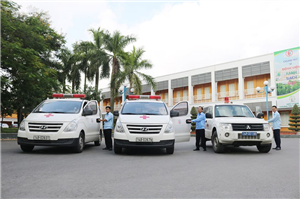 Cung cấp dịch vụ vận chuyển, cấp cứu người bệnh theo yêu cầu bằng xe chuyên dụng