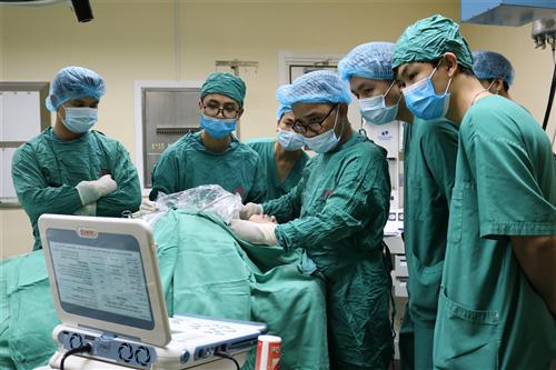 Lần đầu tiên triển khai điều trị u tuyến giáp bằng sóng cao tần