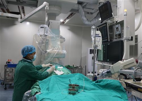Lần đầu tiên áp dụng kĩ thuật nút mạch điều trị giãn động mạch phế quản