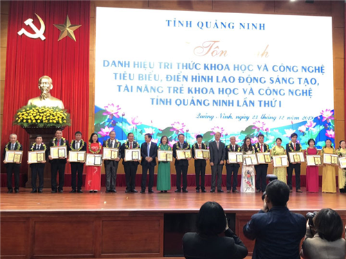 """Bệnh viện Việt Nam - Thụy Điển Uông Bí được vinh danh tại """"Lễ tôn vinh danh hiệu trí thức KHCN tiêu biểu, điển hình lao động sáng tạo lần thứ I"""""""