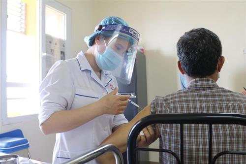 Bệnh nhân tim mạch có nên tiêm phòng vắc xin COVID-19 không?
