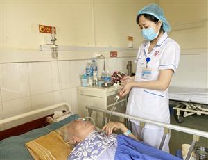 Những lưu ý khi chăm sóc người bệnh nặng ăn qua sonde dạ dày tại nhà