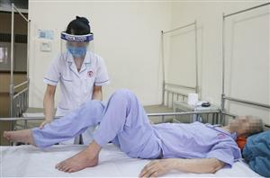 Điều trị cho người đàn ông suýt hoại tử chân do viêm tắc động mạch