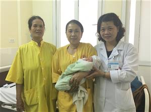 Phẫu thuật cứu sống cả mẹ và con bị rau bong non, nhịp tim chậm