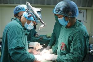 Phối hợp với Bệnh viện TW Quân đội 108 phẫu thuật điều trị ca phình động mạch chủ bụng phức tạp