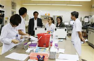 Đoàn công tác Viện Huyết học - Truyền máu Trung ương làm việc tại Bệnh viện
