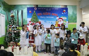 Vui Giáng sinh - Mang Giáng sinh ấm áp đến gần hơn với các bệnh nhi