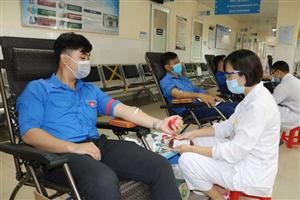 """Hiến máu tình nguyện: """"Một giọt máu cho đi – Một cuộc đời ở lại"""""""