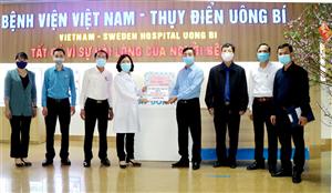 Động viên tinh thần cán bộ nhân viên y tế làm nhiệm vụ trực tết