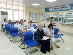 Người bệnh hài lòng với thời gian chờ khám bệnh tại Bệnh viện Việt Nam – Thụy Điển Uông Bí