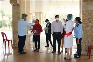 Tăng cường đo thân nhiệt/sát khuẩn tay, đảm bảo an toàn cho người dân khi đến Bệnh viện