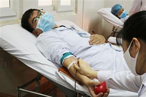 CĐCS Bệnh viện Việt Nam – Thụy Điển Uông Bí hưởng ứng ngày Toàn dân hiến máu tình nguyện