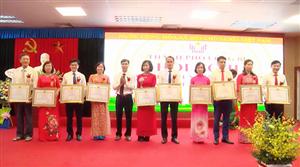 Bệnh viện Việt Nam - Thụy Điển Uông Bí được vinh danh trong Hội nghị Điển hình tiên tiến Thành phố lần thứ V