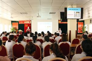 Tập huấn hướng dẫn thu thập, bảo quản và vận chuyển mẫu bệnh phẩm năm 2020