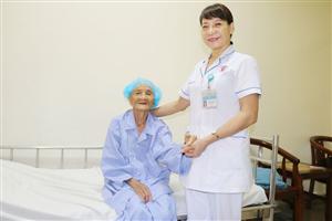 Cứu sống cụ bà 85 tuổi bị chấn thương sọ não nguy kịch
