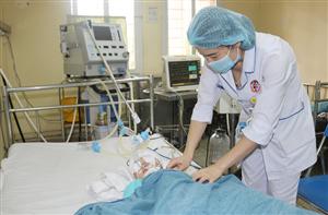 Phẫu thuật cấp cứu cho trẻ 7 tháng tuổi bị chấn thương sọ não